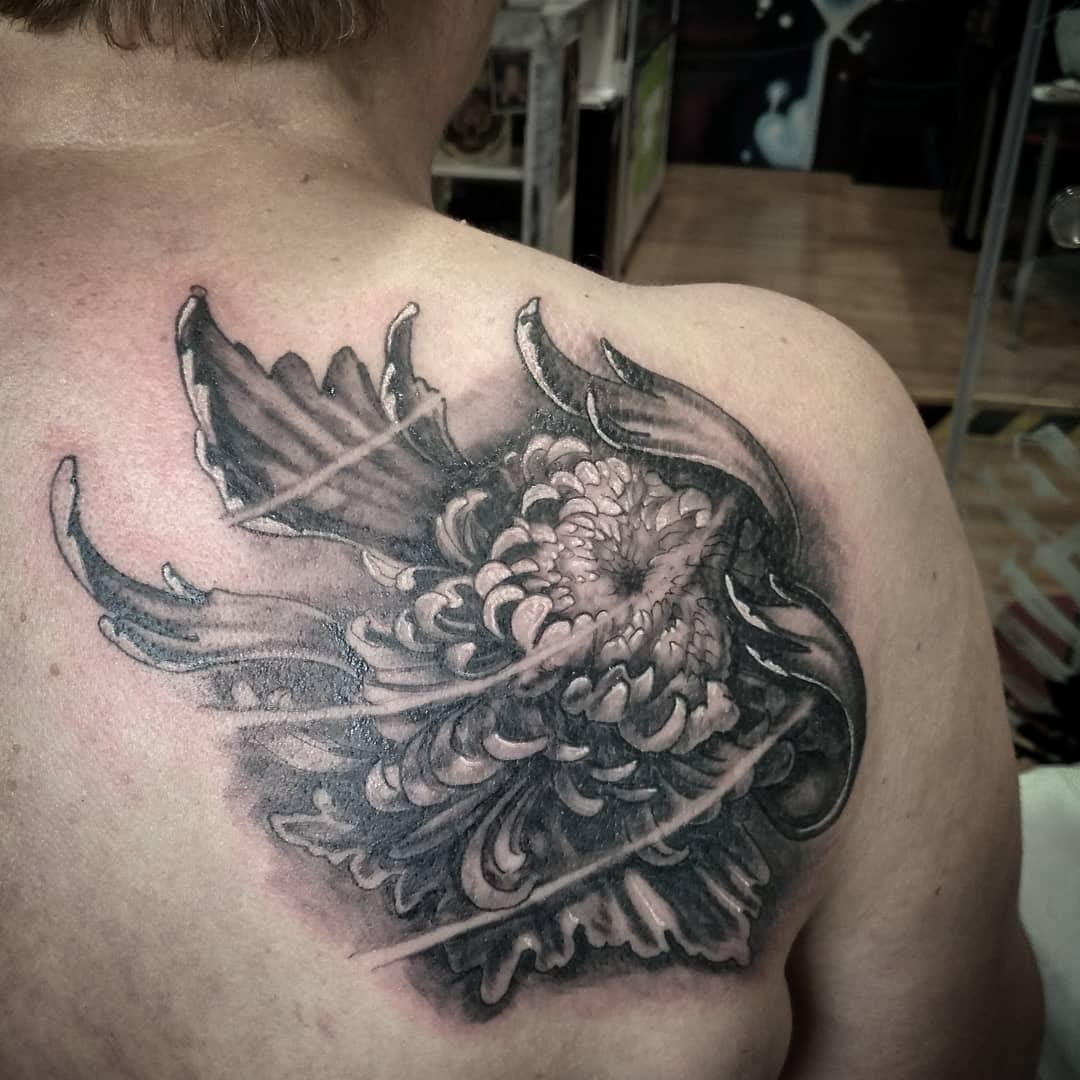 Tatuajes flores tattoo palencia crisantemo