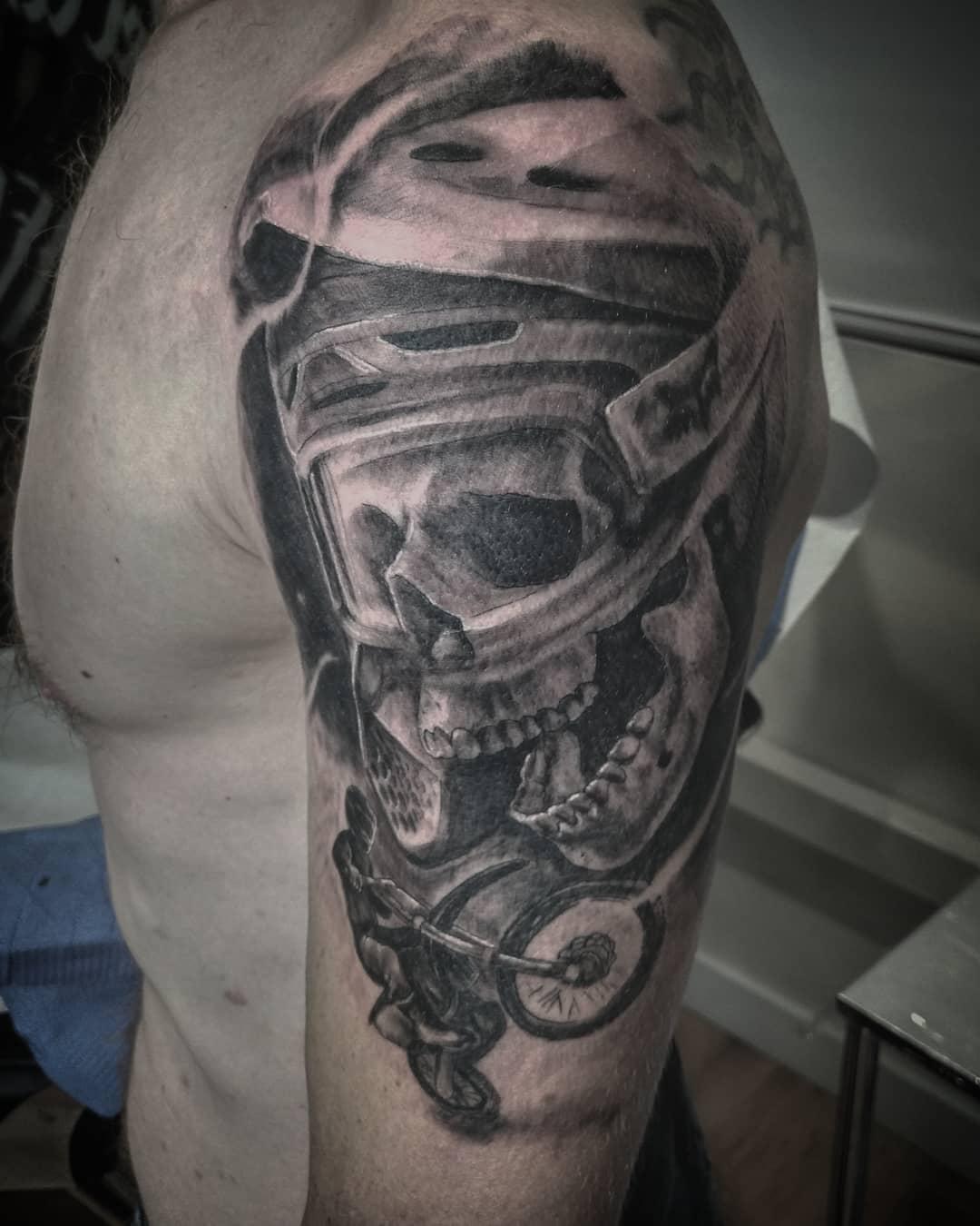 tatuajes palencia tatuadores en palencia moto kawasaki tattoo calavera
