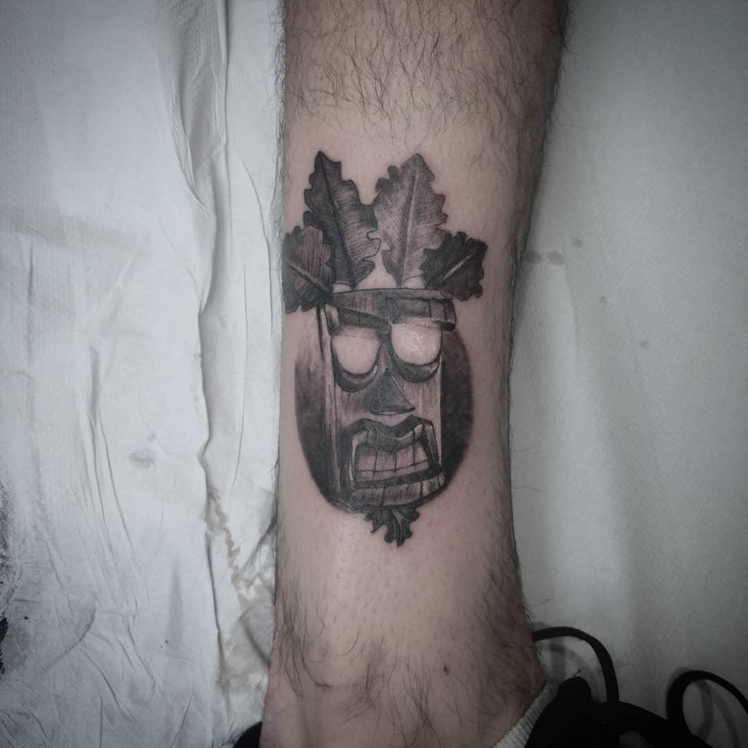 aku aku tatuaje tatuajes palencia tattoo crash bandicoot