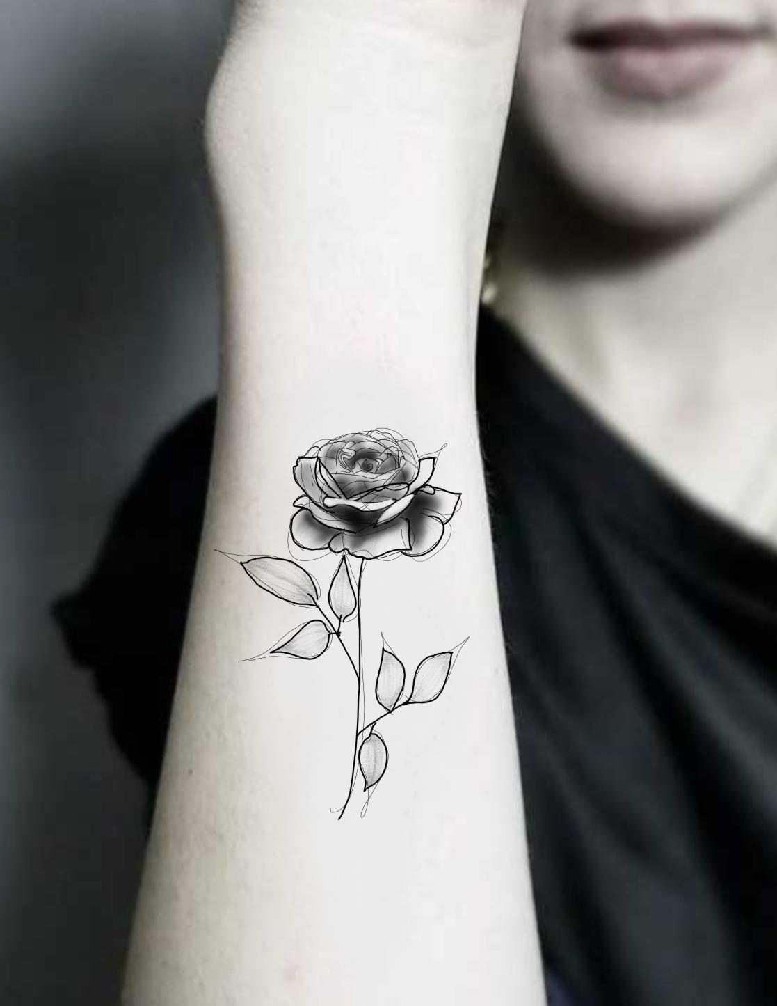 tatuaje temporal rosa blanco y negro